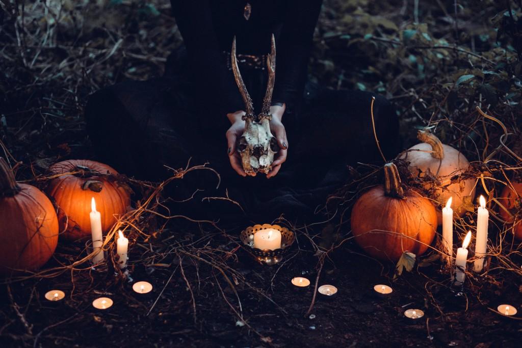 Samhain. La notte delle veggenti e il culto degli antenati